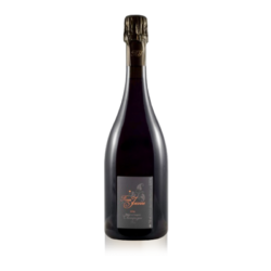 It is made in Senier style, which means it is 100% Pinot Noir. This rich and imaginative champagne gives off the impression of red fruits, the foam is very fine, with some animal nuances reminiscent of the Jubilee Chambertin. This wild, unbounded rose is one that you shouldn't miss, with outstanding personality and character.